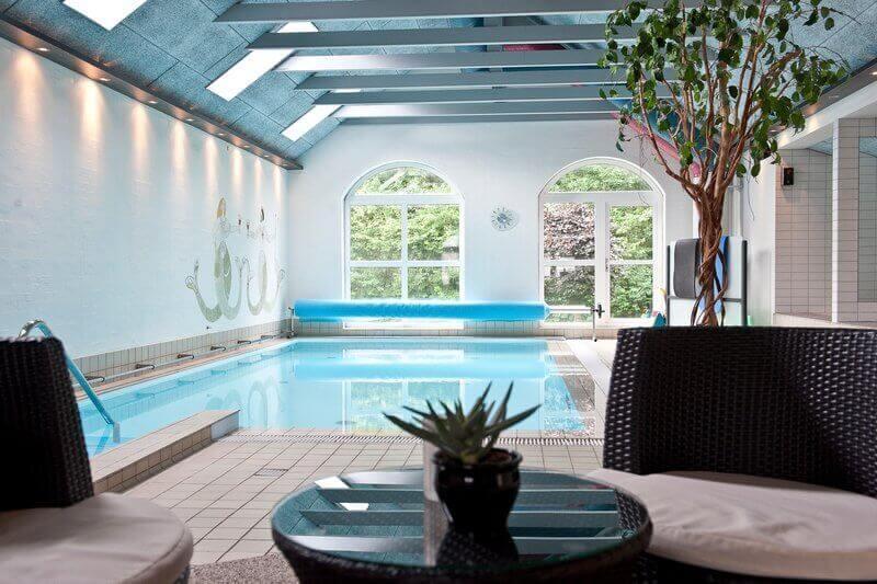 Pool-02-800px-2.jpg